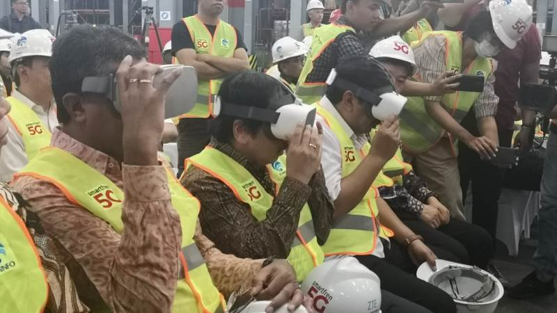 https: img.okeinfo.net content 2019 08 19 54 2093822 smarfren-mulai-uji-coba-5g-untuk-industri-manufaktur-di-indonesia-t8rUeMs2m5.jpg