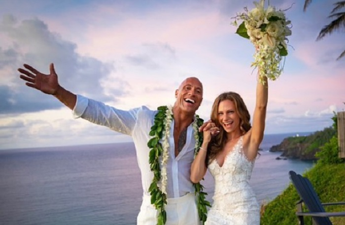 https: img.okeinfo.net content 2019 08 20 196 2094155 menikah-dwayne-johnson-pilih-wedding-beach-santai-di-hawaii-zBP6P8BvQ4.jpg