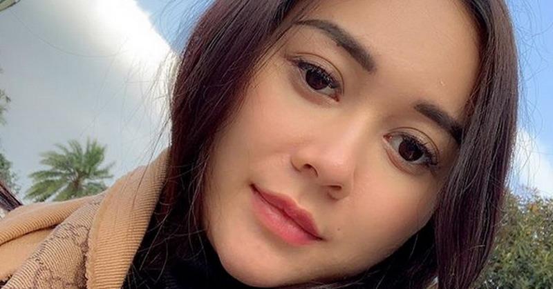 https: img.okeinfo.net content 2019 08 20 33 2094469 intip-5-foto-hot-mom-aura-kasih-masih-seksi-setelah-melahirkan-dCbG6Z5Fso.jpg