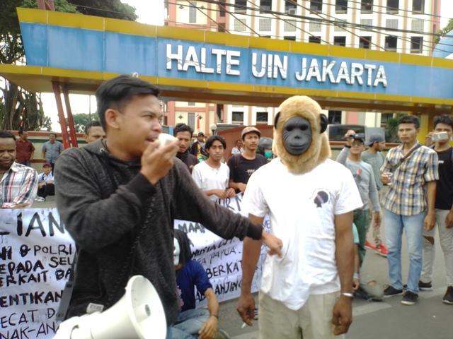 https: img.okeinfo.net content 2019 08 20 338 2094365 mahasiswa-papua-gelar-aksi-damai-di-depan-uin-jakarta-lalin-macet-vJVvlWBQfI.jpg