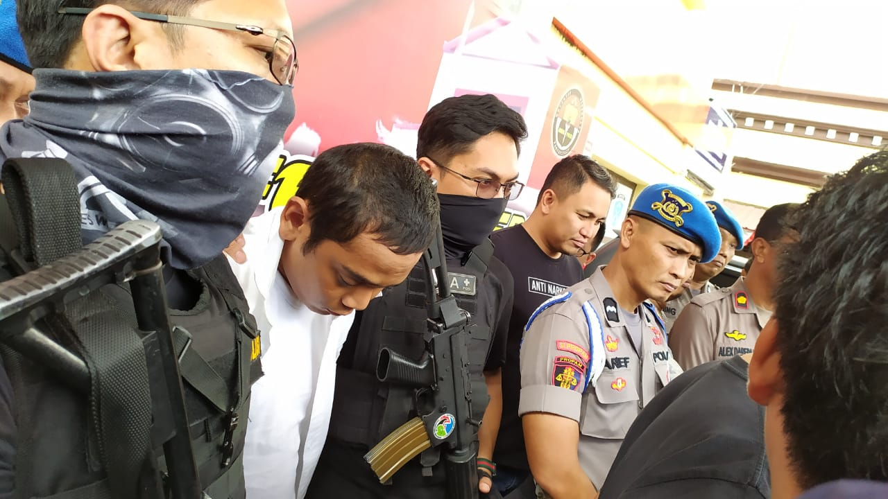 https: img.okeinfo.net content 2019 08 21 609 2094929 anggota-dprd-makassar-yang-nyabu-terancam-20-tahun-penjara-d7l7LFW8vA.jpg