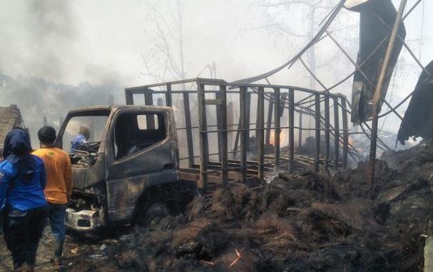 https: img.okeinfo.net content 2019 08 22 525 2095343 kebakaran-pabrik-ijuk-di-cianjur-3-rumah-bengkel-ikut-terbakar-qCP9MXYlpP.JPG