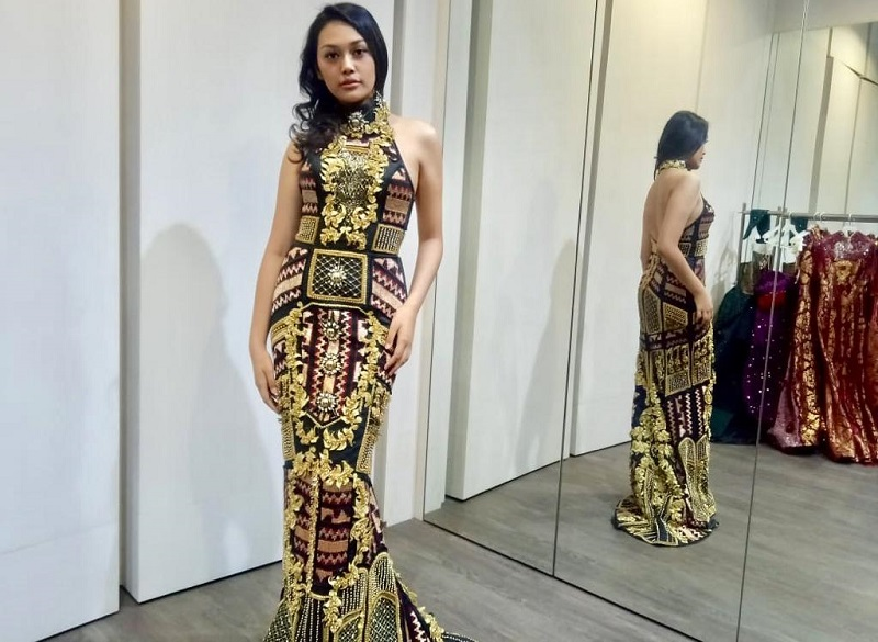 https: img.okeinfo.net content 2019 08 23 194 2095835 intip-keseruan-princess-megonondo-fitting-gaun-jelang-miss-world-2019-0uSGRnSylp.jpeg
