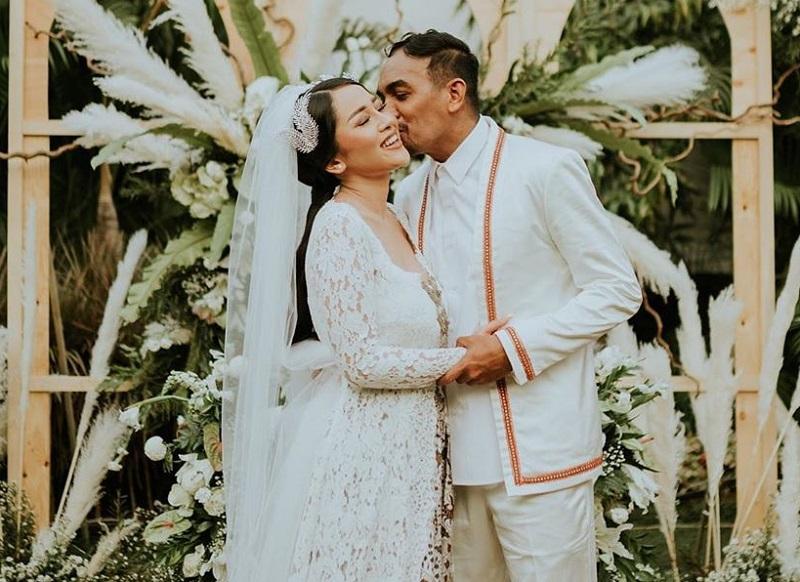 https: img.okeinfo.net content 2019 08 26 33 2096922 ternyata-glenn-fredly-sembunyikan-rencana-pernikahan-dari-sahabat-4V4FWZTBrS.jpg