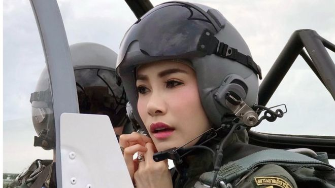 https: img.okeinfo.net content 2019 08 27 18 2097080 istana-thailand-rilis-foto-foto-langka-selir-raja-maha-vajiralongkorn-0yN9JuMNij.jpg