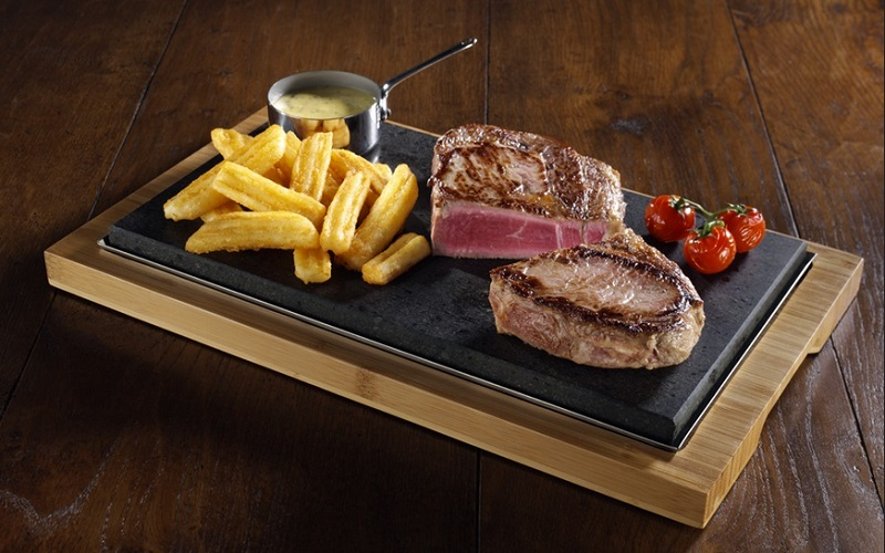 https: img.okeinfo.net content 2019 08 27 298 2097239 selain-kualitas-daging-aroma-dan-suara-khas-hot-plate-ternyata-jadi-nilai-penting-makan-steak-8GBsJ8nZL1.jpg