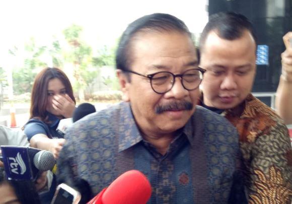 https: img.okeinfo.net content 2019 08 28 337 2097552 mantan-gubernur-jatim-soekarwo-penuhi-panggilan-kpk-G3FB4sxkFh.JPG