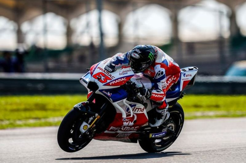 https: img.okeinfo.net content 2019 08 31 38 2098883 ciabatti-ducati-masih-dukung-penuh-bagnaia-ZSlTEsBy80.jpg