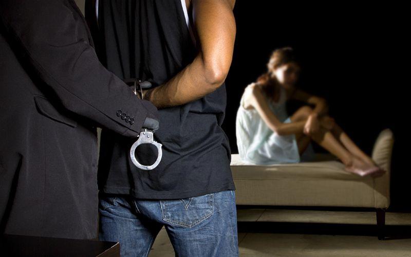 https: img.okeinfo.net content 2019 09 01 340 2099188 mesum-di-malam-1-suro-2-pasangan-ilegal-diciduk-polisi-pB9eEl1gl0.jpg