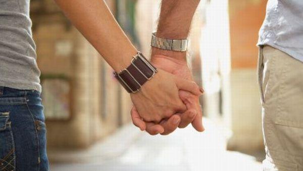 https: img.okeinfo.net content 2019 09 02 340 2099544 pasangan-gay-mahasiswa-dan-dosen-digerebek-warga-diduga-lagi-berduaan-di-kamar-trP4Ujkkji.jpg