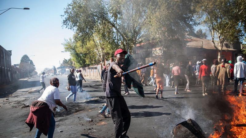 https: img.okeinfo.net content 2019 09 04 18 2100541 kerusuhan-dan-penjarahan-meluas-di-afsel-warga-asing-jadi-target-kekerasan-ovEYXTeZOr.jpg