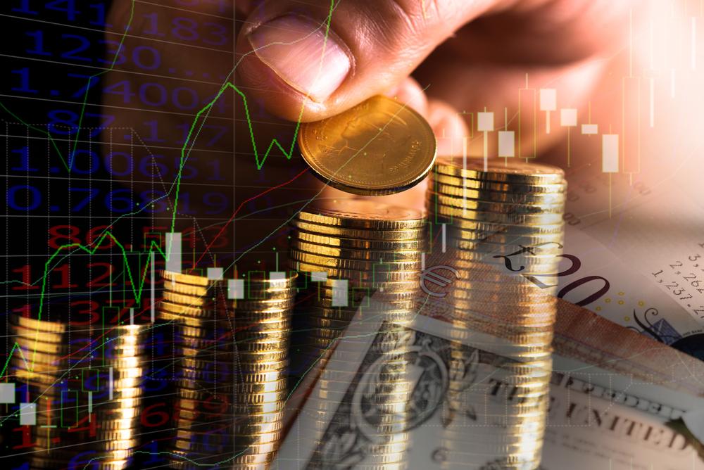 Dia juga berbagi tips mudah berinvestasi, serta mengatur keuangan sehari-hari.