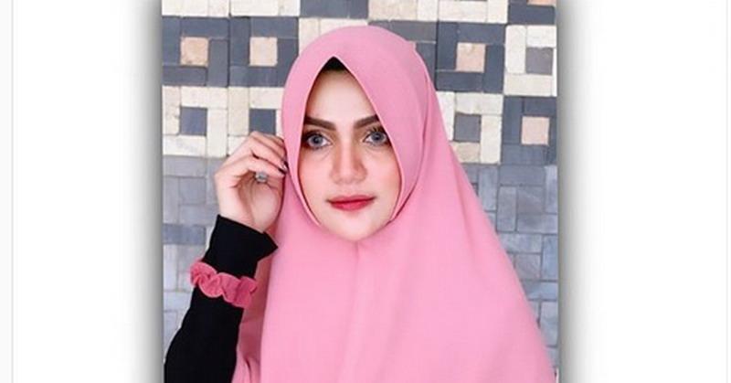 https: img.okeinfo.net content 2019 09 05 33 2100910 tampil-dengan-hijab-hilda-vitria-siap-hijrah-u03eNJzf58.jpg