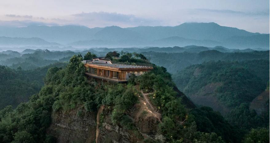 https: img.okeinfo.net content 2019 09 06 470 2101611 hotel-ini-lokasinya-di-puncak-gunung-pemandangannya-manjakkan-mata-XbXKYufiLU.png