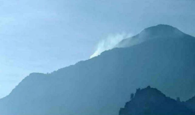 https: img.okeinfo.net content 2019 09 06 525 2101371 puncak-gunung-ciremai-kembali-terbakar-jalur-pendakian-ditutup-cPIniTB4es.JPG