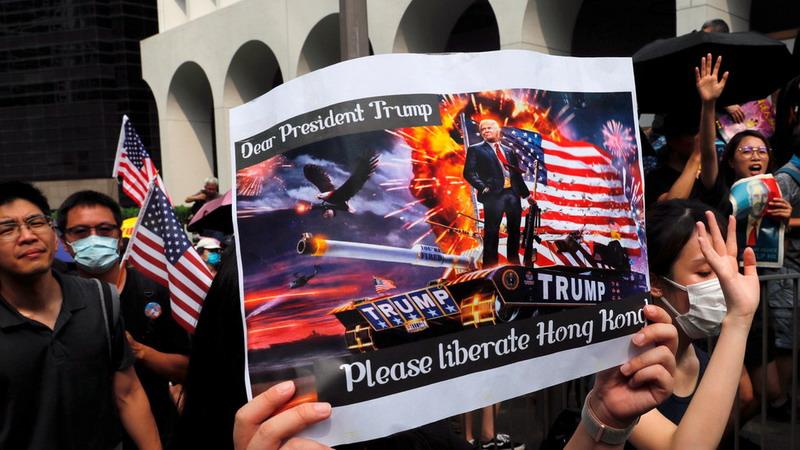 https: img.okeinfo.net content 2019 09 09 18 2102406 datangi-konsulat-as-demonstran-desak-trump-bebaskan-hong-kong-dari-china-hTc0Rpc4fP.jpg