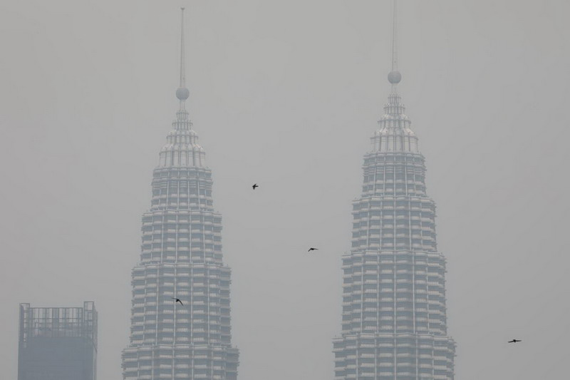 https: img.okeinfo.net content 2019 09 10 18 2102991 kiriman-kabut-asap-dari-kalimantan-paksa-malaysia-tutup-409-sekolah-v1ENk50ltz.jpg