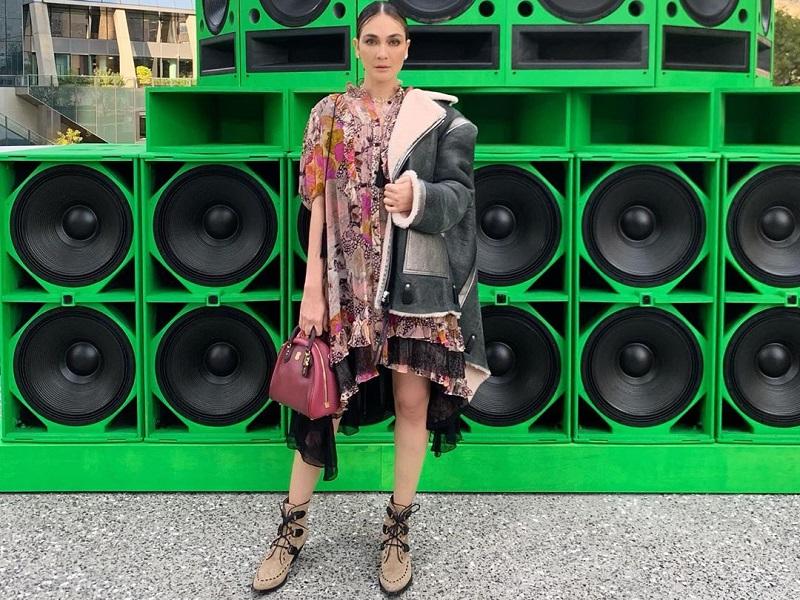 https: img.okeinfo.net content 2019 09 11 194 2103310 cantiknya-luna-maya-tampil-edgy-feminin-di-new-york-fashion-week-2019-ldsND4LElt.jpg