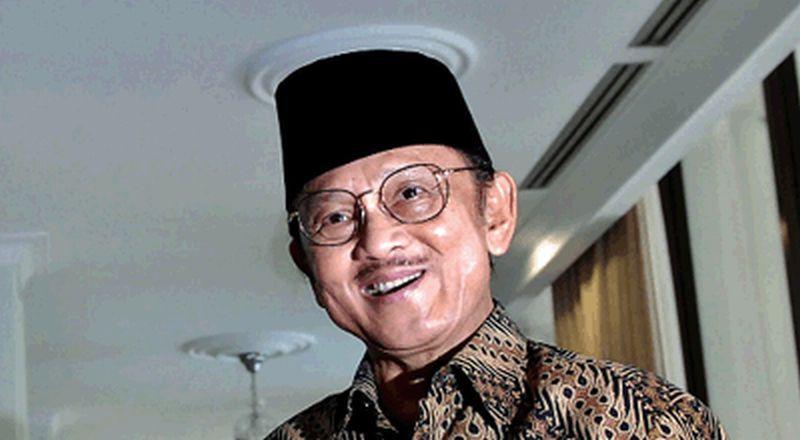 https: img.okeinfo.net content 2019 09 11 207 2103610 bj-habibie-meninggal-dunia-netizen-ramaikan-tagar-bjhabibie-dan-indonesiaberduka-xiK0URbCjh.jpg