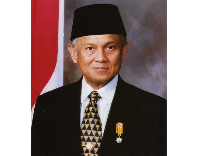 https: img.okeinfo.net content 2019 09 12 18 2103947 presiden-singapura-bj-habibie-gigih-meningkatkan-kehidupan-rakyat-indonesia-LQIpVRdUGb.jpg