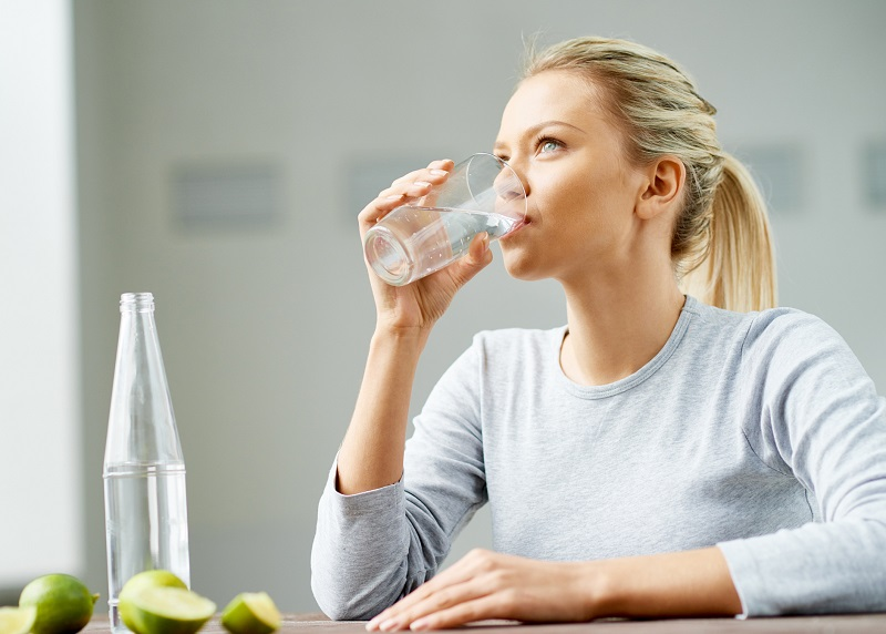https: img.okeinfo.net content 2019 09 12 481 2103822 cegah-gaya-hidup-sedentary-rajin-minum-air-putih-penting-banget-EQtSZOtSJr.jpg