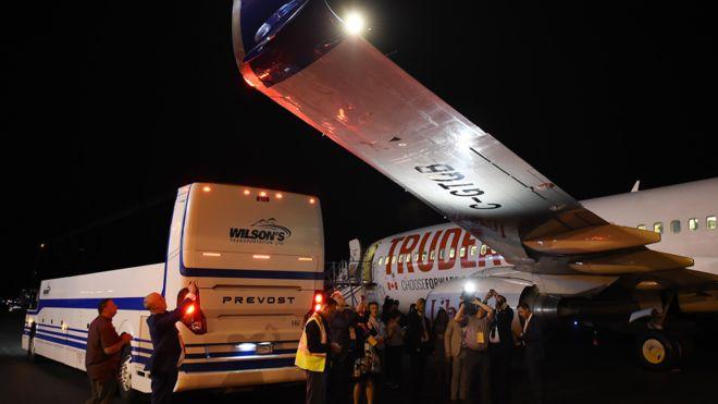 https: img.okeinfo.net content 2019 09 13 18 2104313 pesawat-kampanye-justin-trudeau-ditabrak-bus-media-di-bandara-K3kCPjZomk.jpg