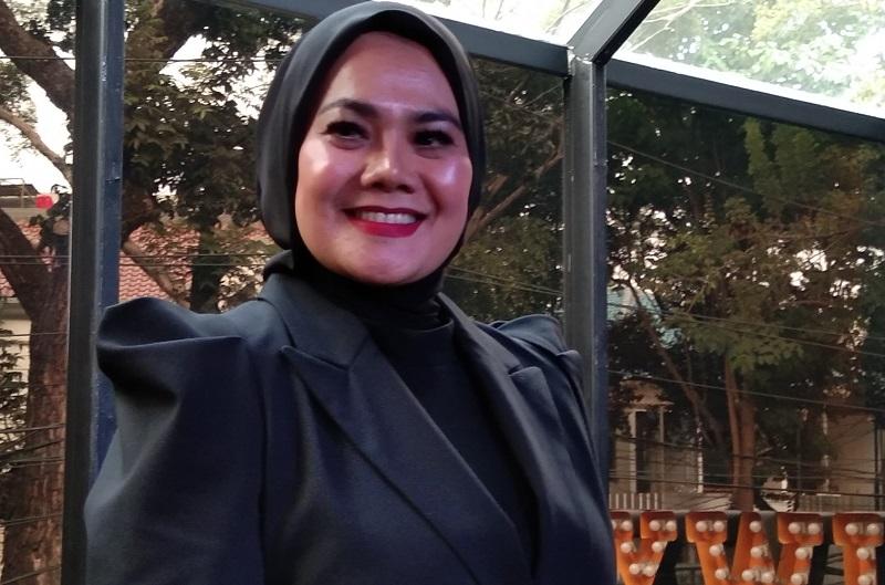https: img.okeinfo.net content 2019 09 13 205 2104616 sarita-abdul-mukti-tumpahkan-isi-hati-ditinggal-suami-dalam-single-terbaru-Rie0VIuHe5.jpg
