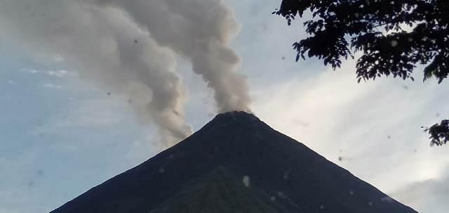 https: img.okeinfo.net content 2019 09 13 337 2104509 gunung-karangetang-erupsi-47-warga-desa-dievakuasi-0ADQ0tZyqp.jpg