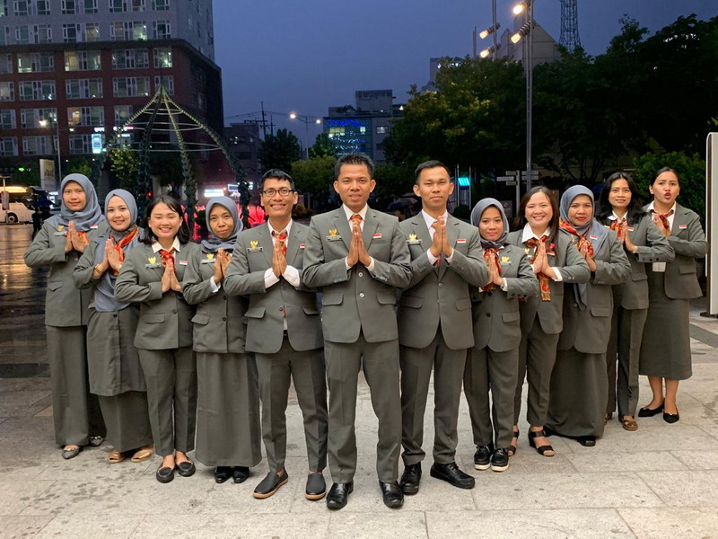 https: img.okeinfo.net content 2019 09 14 65 2104751 peserta-program-pertukaran-guru-indonesia-korea-2019-saya-ingin-kenalkan-budaya-indonesia-ke-masyarakat-korea-selatan-FrE6jiYqj5.jpg