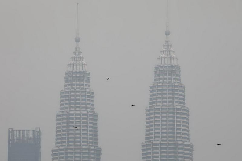 https: img.okeinfo.net content 2019 09 15 612 2105051 gara-gara-kabut-asap-netizen-indonesia-malaysia-siap-perang-pakai-kipas-angin-0tKtooV1uB.jpg