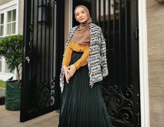 https: img.okeinfo.net content 2019 09 15 614 2105038 4-padu-padan-hijab-dengan-rok-plisket-yang-bikin-kamu-makin-kece-IgwzJw6a5x.jpg
