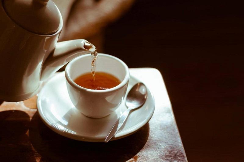 https: img.okeinfo.net content 2019 09 16 65 2105445 hasil-studi-minum-teh-baik-bagi-kesehatan-otak-tKtVFIKyi1.jpg