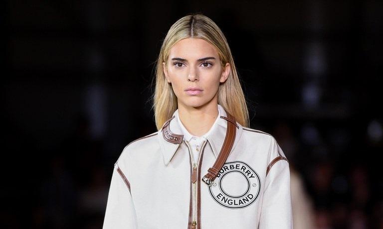 https: img.okeinfo.net content 2019 09 17 194 2106043 kendall-jenner-ubah-warna-rambut-jadi-pirang-di-london-fashion-week-bikin-pangling-DJlIm9IlOJ.jpeg
