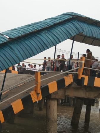 https: img.okeinfo.net content 2019 09 17 337 2106013 jembatan-dermaga-roro-di-siak-roboh-seorang-pegawai-dishub-hilang-65X6RKP5UM.jpg
