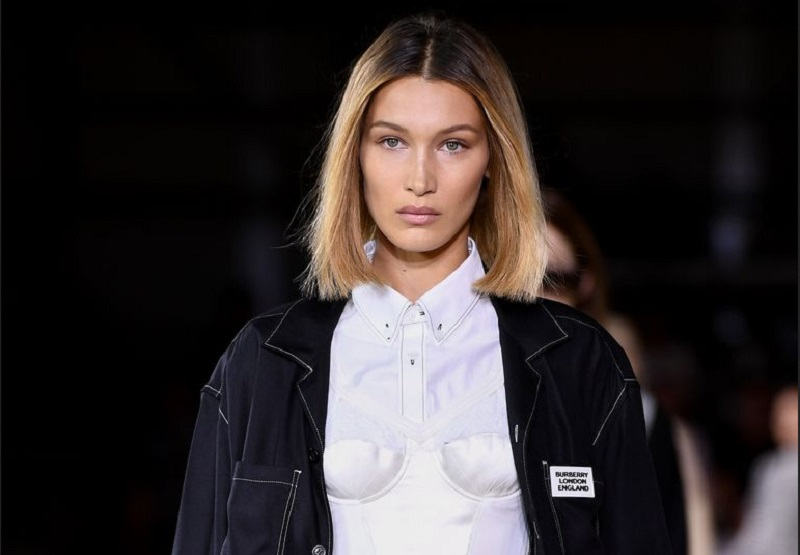 https: img.okeinfo.net content 2019 09 18 194 2106225 bella-hadid-terciduk-tanpa-bra-di-london-fashion-week-4bGS4GFvJV.jpg