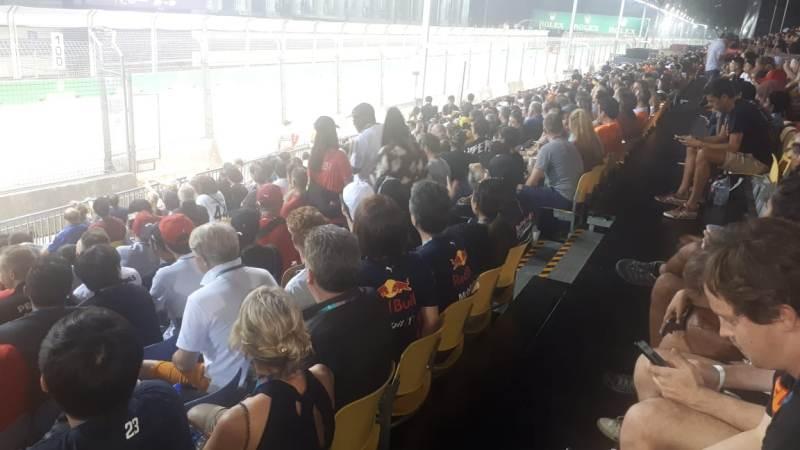 https: img.okeinfo.net content 2019 09 22 37 2107955 banyak-pendukung-tim-red-bull-racing-di-f1-gp-singapura-2019-gd9nzrWV3w.jpeg