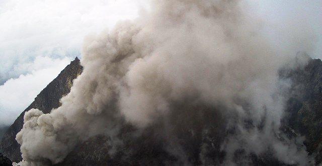 https: img.okeinfo.net content 2019 09 22 510 2107876 gunung-merapi-semburkan-awan-panas-setinggi-800-meter-43Y5fcLpo7.png