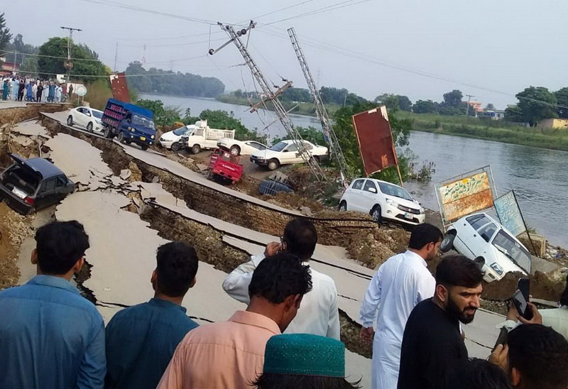 https: img.okeinfo.net content 2019 09 25 18 2109040 gempa-dahsyat-guncang-pakistan-hancurkan-rumah-dan-jalan-u81ihkIjD5.jpg