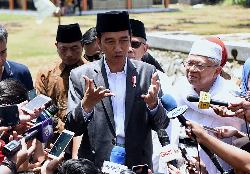 https: img.okeinfo.net content 2019 09 27 337 2109911 jokowi-terima-bem-se-indonesia-di-istana-hari-ini-CVBE2P3psa.jpg