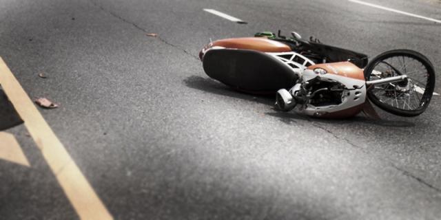 https: img.okeinfo.net content 2019 09 29 340 2110615 mahasiswi-pengendara-motor-meninggal-ditabrak-truk-usai-jatuh-kena-lubang-PJJPeqGpc5.jpg