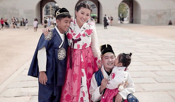 https: img.okeinfo.net content 2019 09 29 406 2110714 4-potret-keseruan-keluarga-ruben-onsu-liburan-di-korea-EwqYEwH8rf.jpg