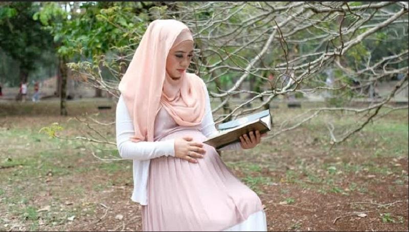 https: img.okeinfo.net content 2019 10 01 614 2111689 ibu-hamil-sering-baca-surat-yusuf-dan-maryam-benarkah-bisa-bikin-anak-jadi-rupawan-DM3g7bsVY3.jpg