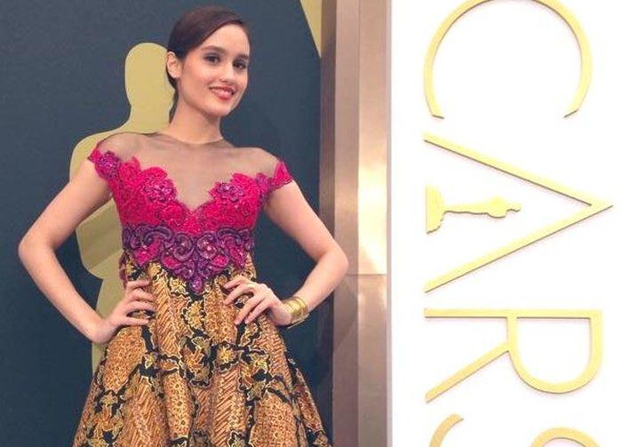 https: img.okeinfo.net content 2019 10 02 33 2111833 pakai-dress-batik-cinta-laura-digombali-netizen-Ga6AfR0eyn.jpg