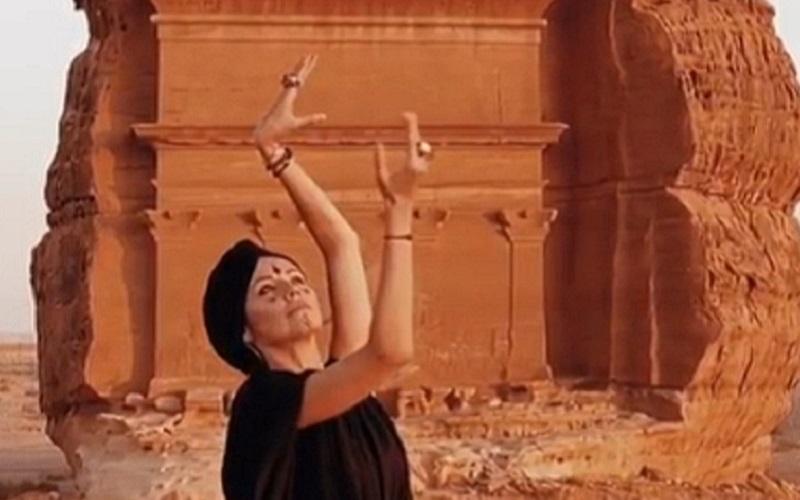https: img.okeinfo.net content 2019 10 02 615 2111916 traveling-ke-arab-saudi-selebgram-cantik-ini-berani-tak-pakai-hijab-lhczZ8wlY9.jpg