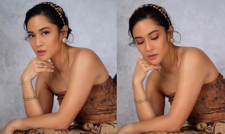 https: img.okeinfo.net content 2019 10 03 194 2112369 tampil-cantik-pakai-kemben-batik-dian-sastro-bangga-lahir-jadi-orang-indonesia-KUSt2MffxQ.jpg