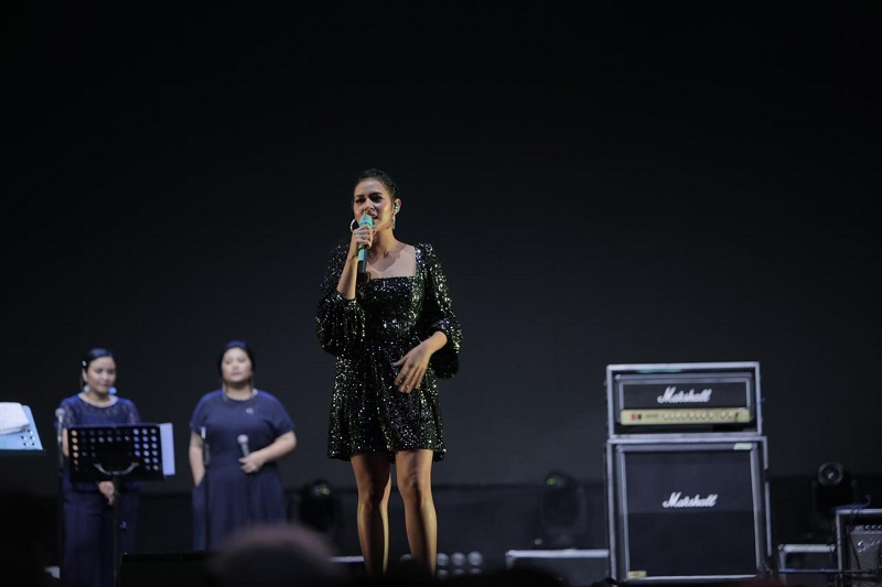 https: img.okeinfo.net content 2019 10 04 205 2113124 raisa-bocorkan-lagu-terbaru-di-synchronize-festival-2019-kFfxWRVrAk.jpeg