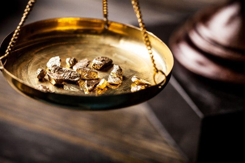 https: img.okeinfo.net content 2019 10 04 320 2112769 harga-emas-diproyeksi-naik-30-tahun-depan-ybtrBMYGPl.jpg