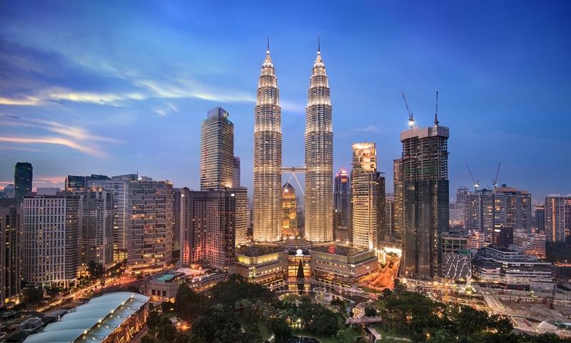 https: img.okeinfo.net content 2019 10 04 481 2112676 gak-mau-rugi-1-juta-orang-indonesia-berobat-ke-malaysia-sekaligus-liburan-nQH0rs8q3n.jpg