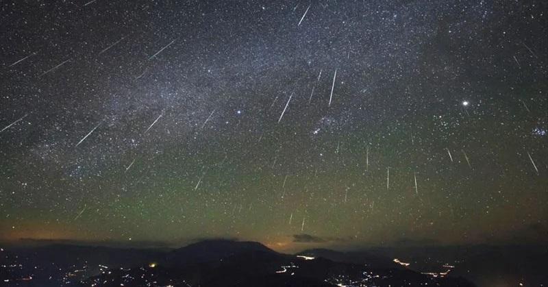 https: img.okeinfo.net content 2019 10 04 56 2112933 puncak-hujan-meteor-orionid-diprediksi-muncul-21-22-oktober-hbxkbEDshr.jpg