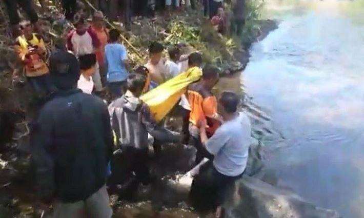 https: img.okeinfo.net content 2019 10 05 512 2113317 jasad-pria-penuh-luka-dan-kaki-patah-ditemukan-di-sungai-pemalang-6Z6ZcTGUe4.JPG